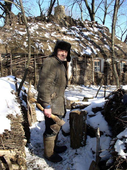 Экодом своими руками: мазанка из глины и соломы