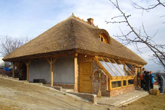 Дом из соломы и камыша: Экодом своими руками